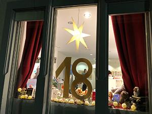 Ein Adventsfenster mit Rätsel